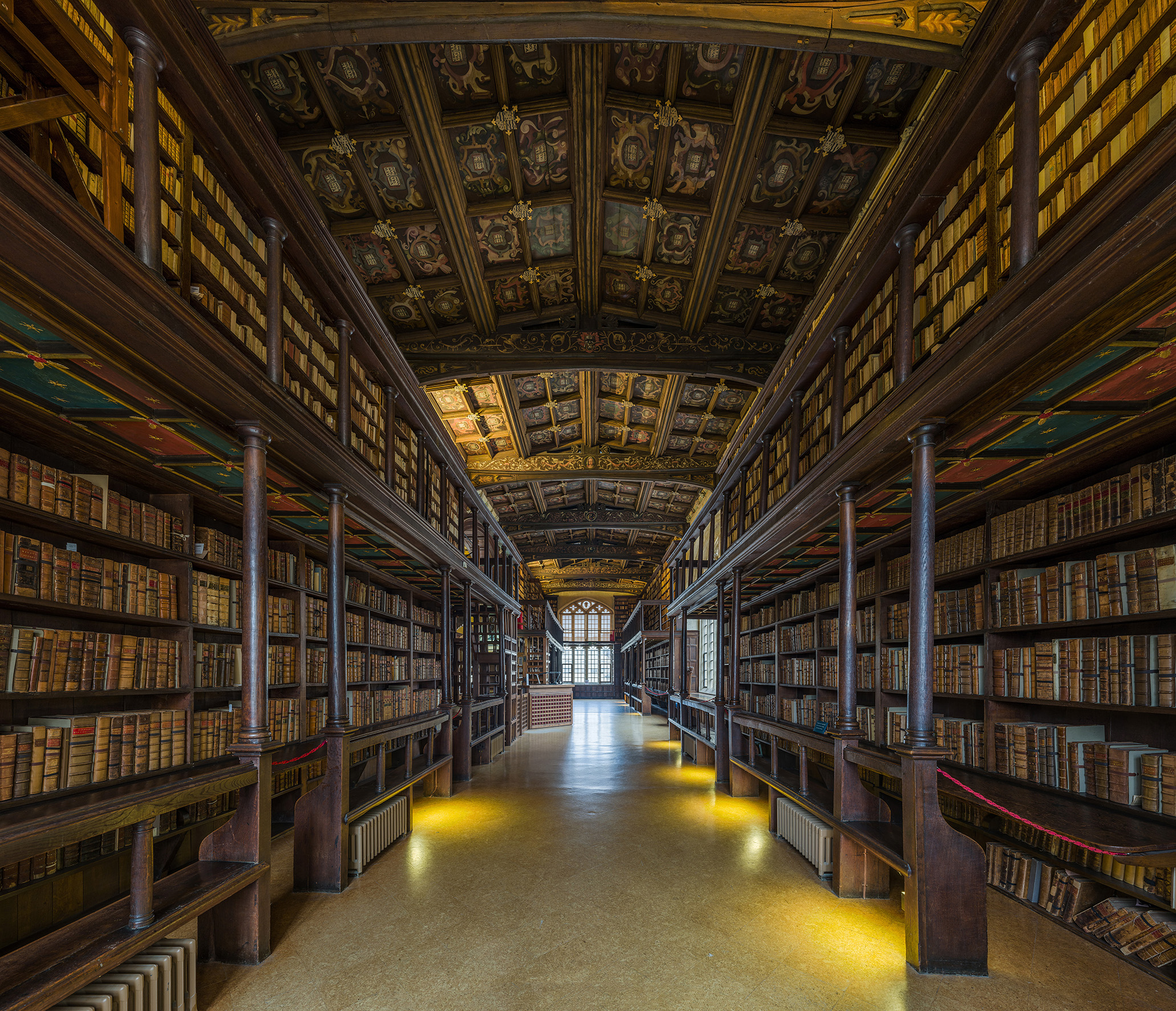 Duke_Humfrey's_Library_Interior_2,_Bodleian_Library,_Oxford,_UK_-_Diliff